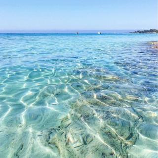 Ah les eaux translucides d'Ajaccio ! Faites le plein de soleil cet été en Corse ! 😍 . . 📷 johanna_dpr . . #DepartToulonHyeres #Voyage #Vacances #Corse #Ajaccio #instatraveling #spotter #Aviationspotter