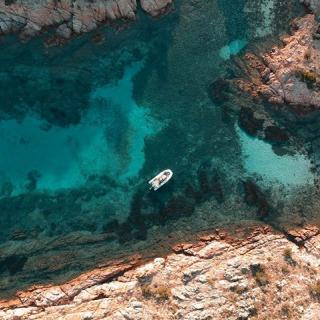 Les eaux cristallines de la Corse, n'attendent plus que vous ! Cet été envolez-vous à Ajaccio ou Bastia en vol direct depuis l'aéroport Toulon Hyères🤩 . . #DepartToulonHyeres #Voyage #Vacances #Decouvertes #ToulonVousOuvreLeMonde #spotter #Aviation #Aviationspotter #corse #corsica #Voyage #Vacances #Travel