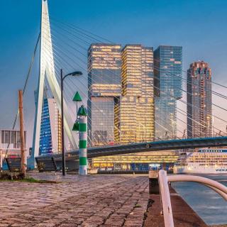 Rejoignez la ville de Rotterdam au Pays-Bas depuis l'aéroport Toulon Hyères en vol direct tout l'été ! C'est la destination idéale pour un court séjour ou un week-end. Une ville moderne et dynamique qui a de quoi vous surprendre 😉 . . @mustaga_ . . #Rotterdam #amsterdam #holland #netherlands #nederland  #rotterdamcity #Rottergram #Dutch #Architecture #Skyscraper #bridge #Moderne  #Citybreak #Departtoulonhyeres #Toulonvousouvrelemonde #Instanetherlands