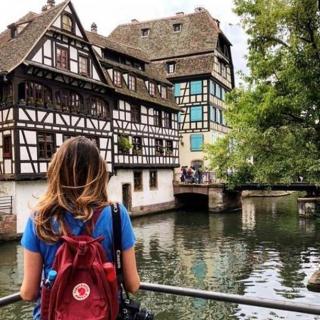 Commencer le week-end par la découverte du quartier de la Petite France à Strasbourg. Qui dit mieux ? 😍 . . 📷 @la___divina . . #DepartToulonHyeres #Voyage #Vacances #Decouvertes #ToulonVousOuvreLeMonde #spotter #Aviation #Aviationspotter #aifrance #strasbourg #alsace