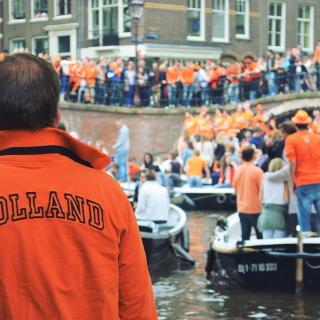 C'est aujourd'hui le jour du Roi en Hollande ! Découvrez les vols directs pour Rotterdam avec @transavia au départ de Toulon Hyères✈️ . . . #DepartToulonHyeres #Voyage #Vacances #Hollande #Amsterdam #Rotterdam